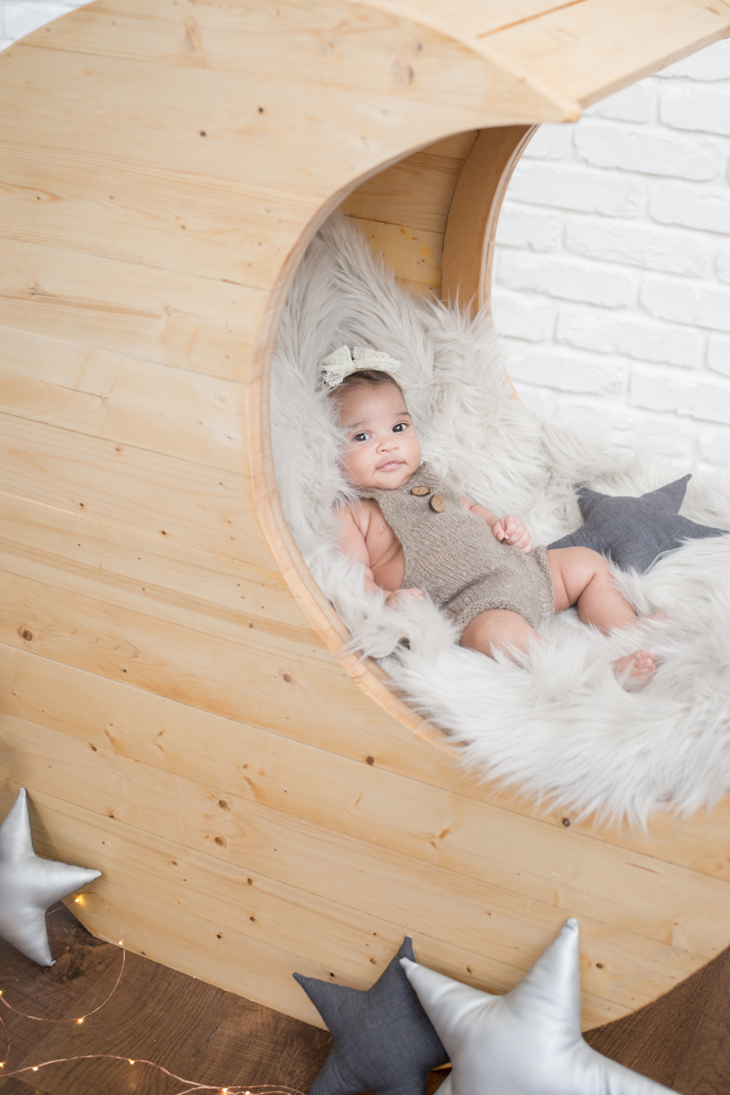 Month-old baby smiles on a faux fur blanket during a Chicago baby photo session.