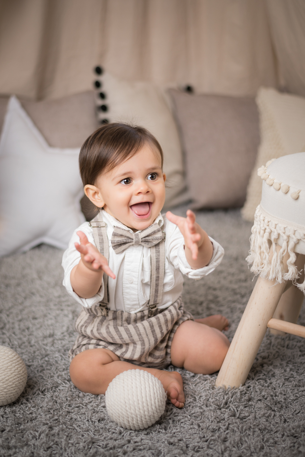 Luca play with prop balls during a baby photoshoot.