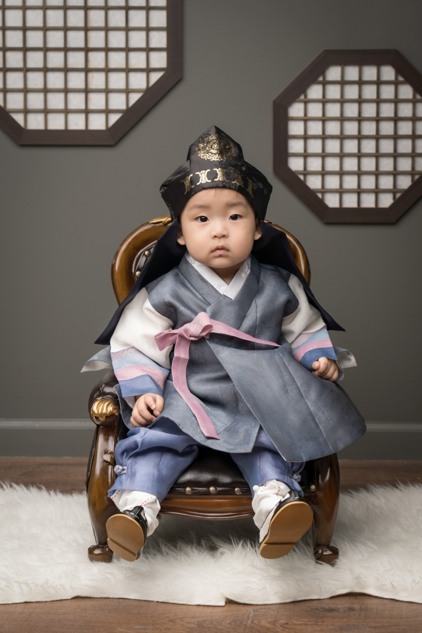 Toddler wears traditional Korean costume during Korean photoshoot.